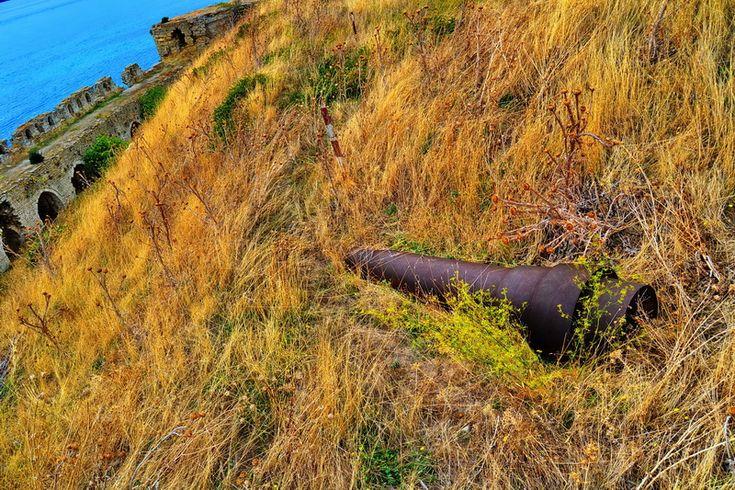 Seddülbahir Kalesi bonetlerinin yanındaki toplar.. Seddülbahir fotoğrafları / Seddülbahir Fortress cannons between the bonets.. Seddülbahir photos