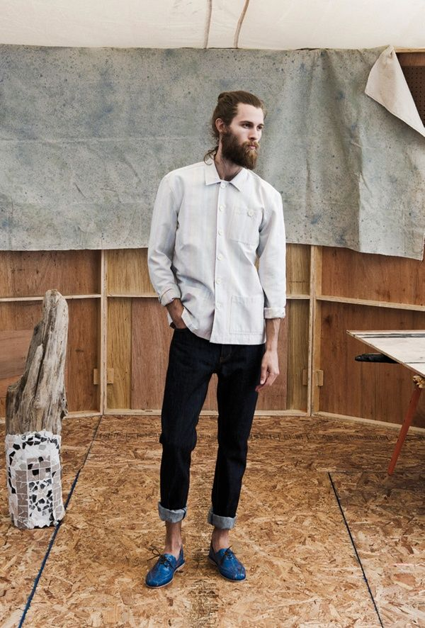 simple plain shirt, rolled up skinnies and brogues. #shoreditch #hipster #london…
