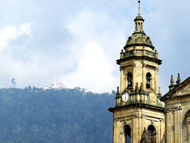 25 fotografías del centro en las cuadras aledañas a la Plaza de Bolívar: La arquitectura y las personas se mezclan para crear un lugar mágico: http://www.tuhotelbogota.co/category/plaza-de-bolivar/
