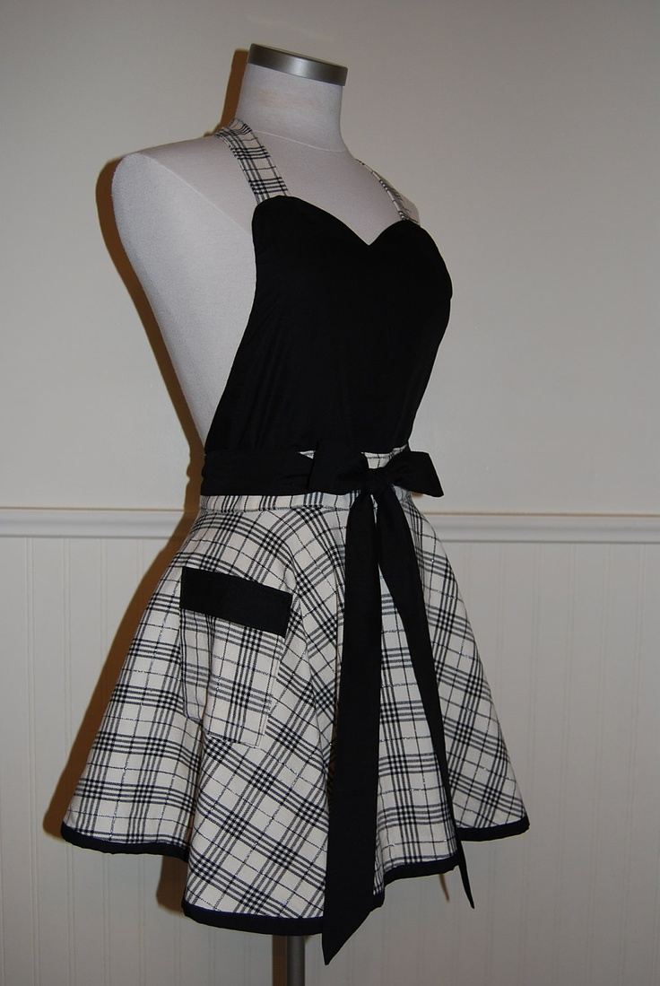 Black and Cream Plaid Full Circle Skirt Sweetheart Apron with Pocket by CRACKERJACK COUNTY $38.00, via Etsy.