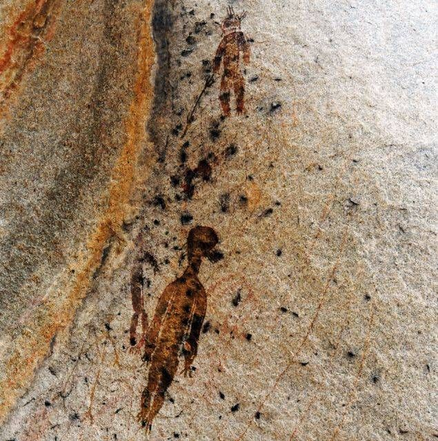 NEW DISCOVERY 'PUZZLE' ARCHAEOLOGISTS -- 10,000 year old Indian cave paintings of 'aliens, spaceship' | RedFlagNews.com