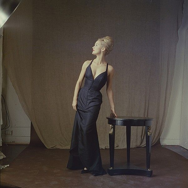 Dina Merrill dressed like a John Singer Sargent painting.