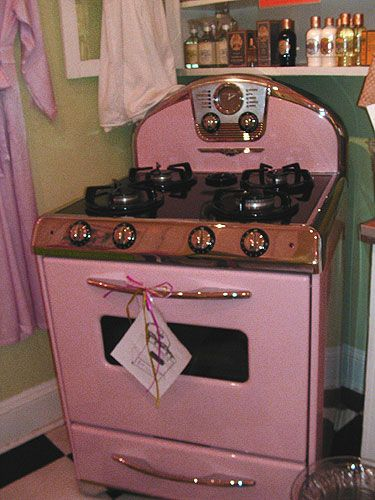 Everything would taste better...: Vintage Stoves, Things Pink, Mint Green, Dreams, Pink Ovens, Kitchens Appliances, Pink Stoves, Robins Eggs Blue, Vintage Kitchen
