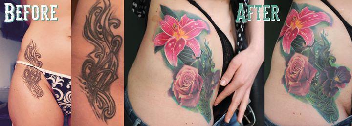 Ein Cover-Up in realistischer Stilistik gestochen von Mischa. #coverup #coveruptattoo #covertattoo #übertätowierung #realistic #realistictattoo #realismus #flowertattoo #blumentattoo #rosetattoo #rosentattoo #lilientattoo #lilietattoo #mädchentattoo #mädelstattoo #inkedup #tattooedgirls #tätowiert #tattooed #tattooartist #tattoodüsseldorf #düsseldorf #tattoostudio #livingillustrations #mishartattoo