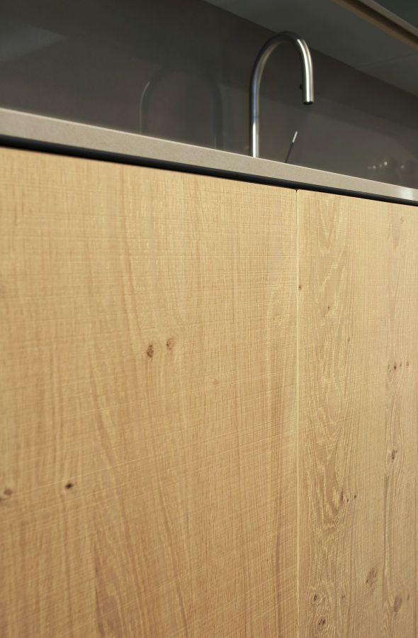 Querkus - Eiken fineer Design: Natural Oak  Bewerking: Scratched