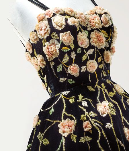 Pierre Balmain, 1952 | Black velvet cocktail dress with chiffon roses embroidered by François Lesage, fall-winter 1952-1953 {detail}