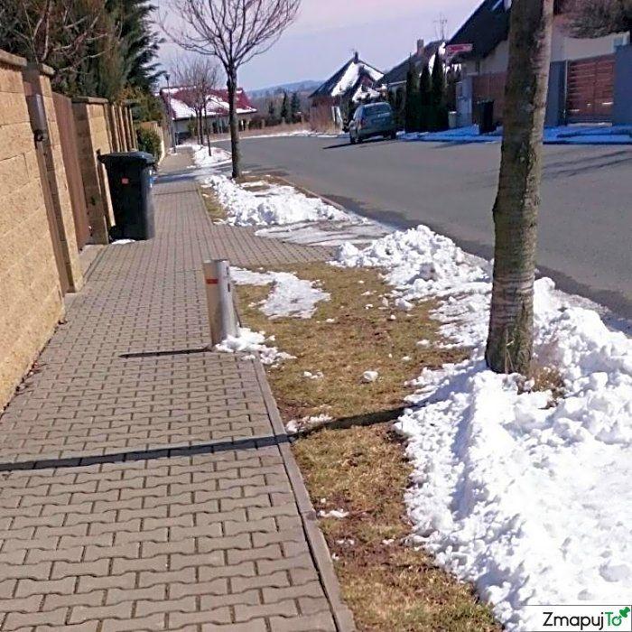Podnět 145654 - Překážka na silnici u silnice - Jesenice Praha-západ #Překážkanasilniciusilnice #JesenicePraha-západ #ZmapujTo #MobilniRozhlas
