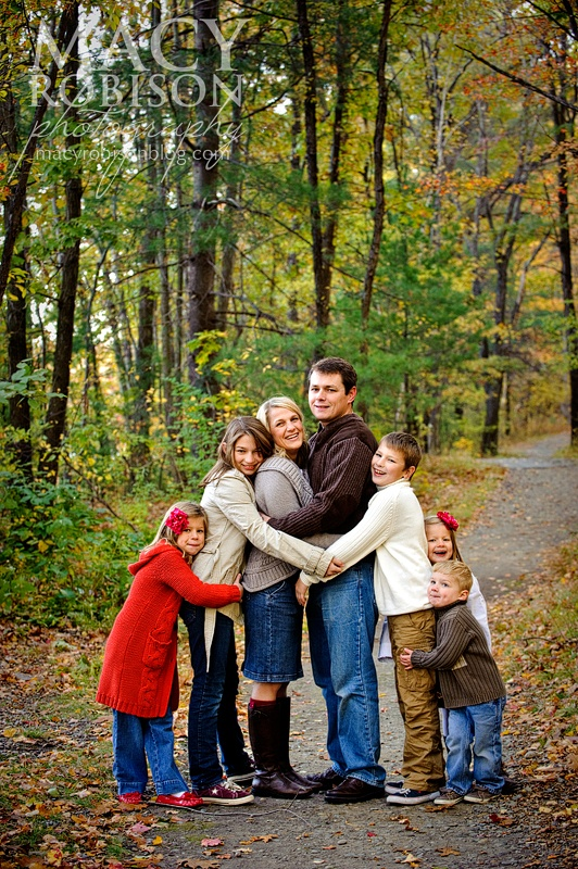 Macy Robison Photography  http://macyrobisonphotography.com/blog  Family from Youngest to oldest. and the youngest of the young in the middle. @Kelly Teske Goldsworthy Richardson