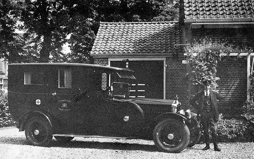 picture of the very first ambulance-waggon on the former island of Goeree-Overflakkee in The Netherlands , 1927