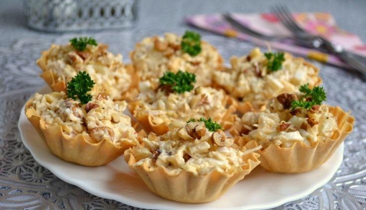 Тарталетки с пикантным салатом
