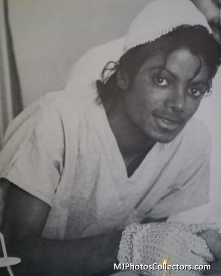 <3 Michael Jackson <3 - in the hospital after the Pepsi accident.  He signed autographs and posed for pictures even when he was in pain.