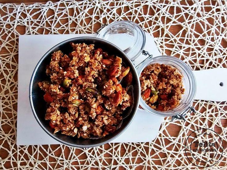 granola de pistáchio com bagas goji