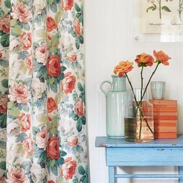 Engelska Tapetmagasinet - tyger - blommiga tyger - romantiska gardiner - sommarhus -Sanderson - rosor - tyg - Chelsea