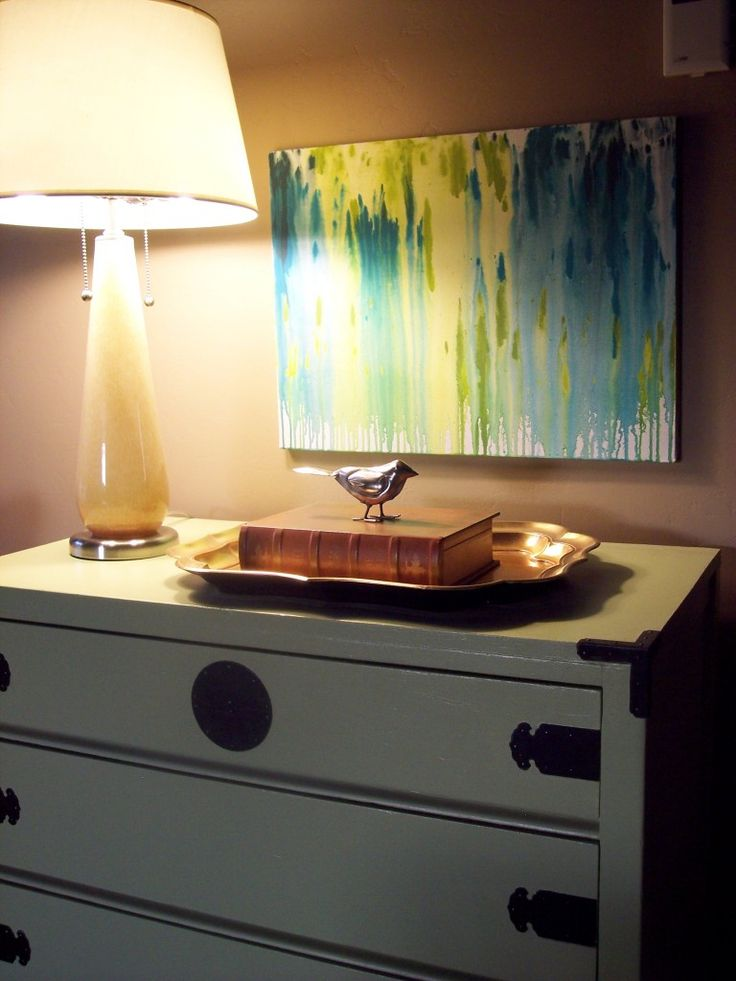 how to DIY this cool abstract painting using a spray bottle