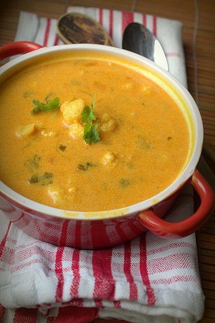 Nyttig soppa med blomkål och kokosmjölk