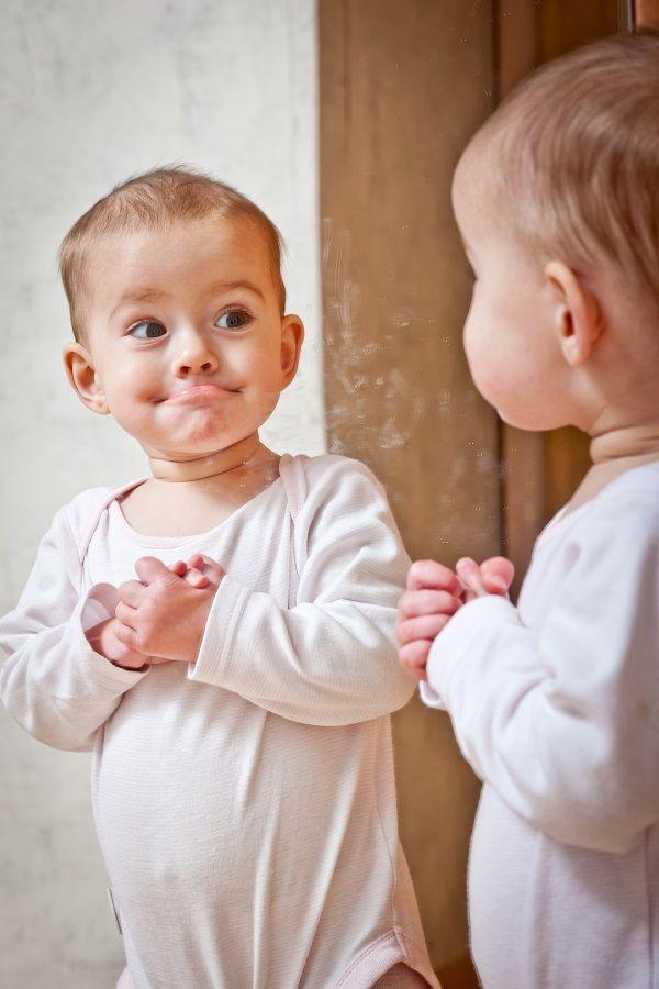 Con ejemplos simples y claros, acompaña a tu bebé en el autodescubrimiento de su cuerpo. Para acompañar a tu #peque de la mejor manera posible descubre nuestro programa de entrenamiento  #Adiósalpañal en http://bit.ly/AdiosAlPañal