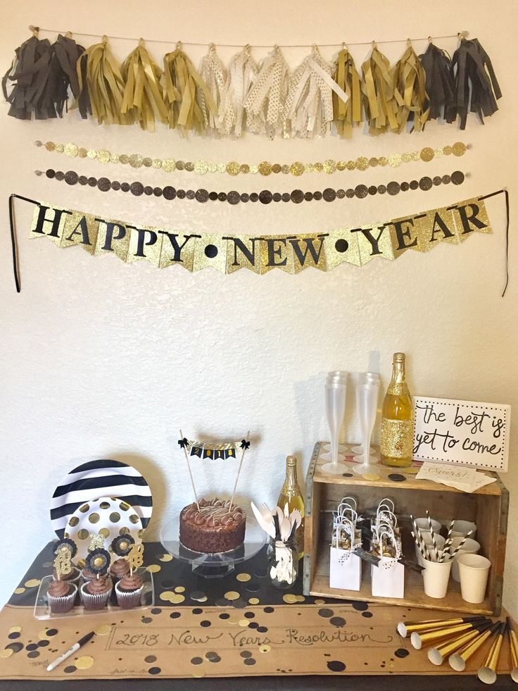 New Year's Eve Party Box - Plus Package by ThePearlStreetMarket on Etsy https://www.etsy.com/listing/560193830/new-years-eve-party-box-plus-package