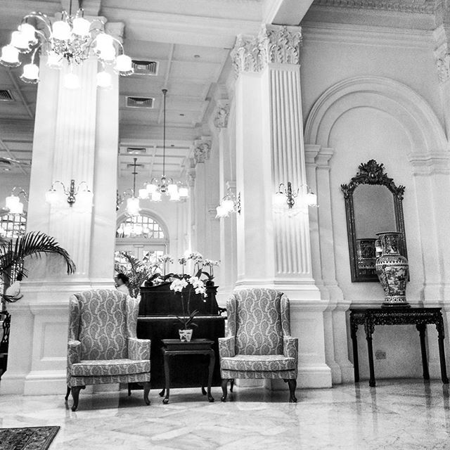Just the two of us... . #chair #furniture #classichotel #besthotels #raffleshotelsingapore #rafflessingapore #raffleshotel #classy #interior #monochrome #blackandwhite #blacknwhite #foto_blackwhite #bw #bw_photography #bw_photo #bw_divine #amateurs_bnw #bnw #bnw_captures #bnw_planet #bnw_life #bnw_life_shots #bnw_sweden #all_bnwshots #show_us_bw #awesomebnw #world_bnw #pocket_bnw #instablackandwhite