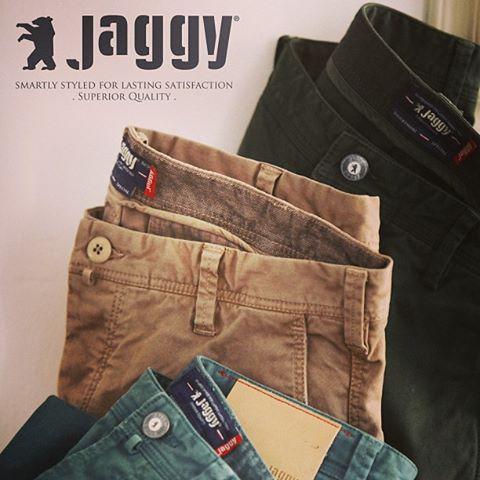 Jaggy!! Prachtige details verwerkt in zowel het 5 Pocket model als de Chino! Deze broeken vormen een verfijnde maar toch ook stoere basis voor iedere stijl & gelegenheid.. Prijzen: €149,- / € 159,-!