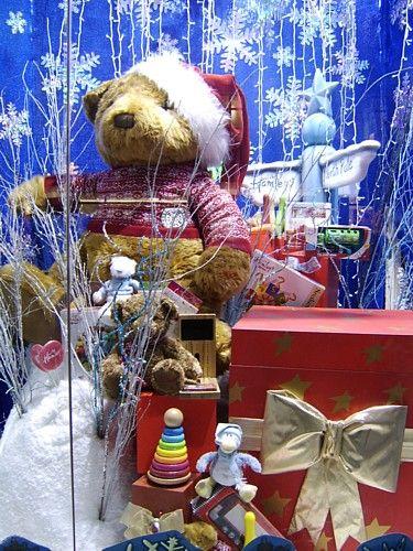 S'il est une ville qui est incontournable pour s'impregner de l'ambiance de Noël, c'est bien Londres. Et tout commence très tot, puisqu'en novembre se tient un évènement incontournable : le Country Living Christmas Fair, l'occassion de découvrir et mettre...