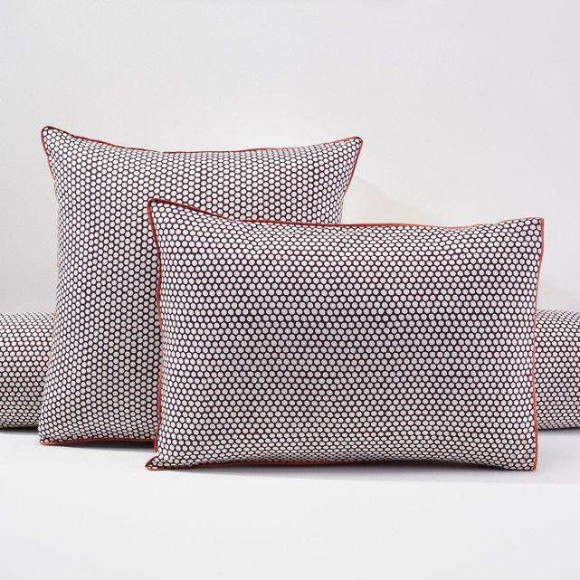 Taie d'oreiller ou de traversin en percale, DUO La Redoute Interieurs : prix, avis & notation, livraison.  Simplicité et raffinement d'un biais contrastant. En percale : un tissu souple et résistant de qualité supérieure grâce à son tissage très serré (70 fils/cm²) constitué de fils de coton peigné. Plus le nombre de fils/cm² est élevé, pl...