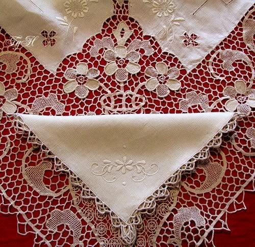 .Antique Linen Italian Point de Venice Needle Lace Floral Banquet Tablecloth & Napkins.