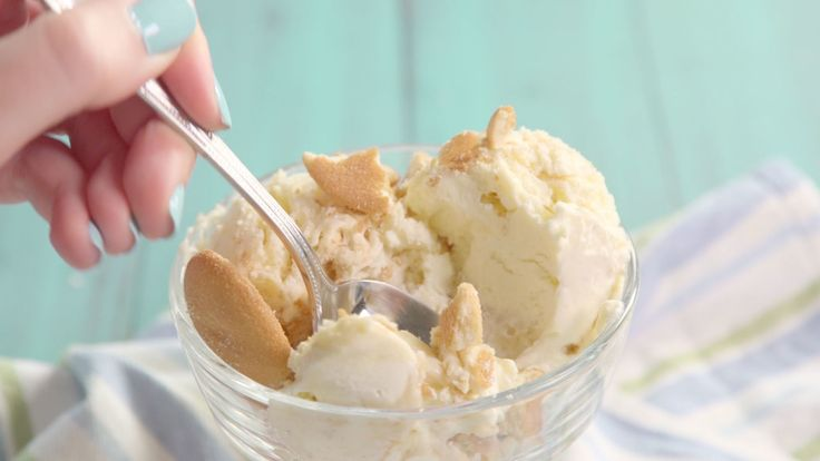 Banana Pudding No-Churn Ice Cream 3 c. heavy whipping cream 1 c. sweetened condense milk 1 tsp. vanilla extract 1/4 c. vanilla pudding mix 1/2 Banana, mashed 1/2 banana, thinly sliced 3/4 c. crushed vanilla wafers