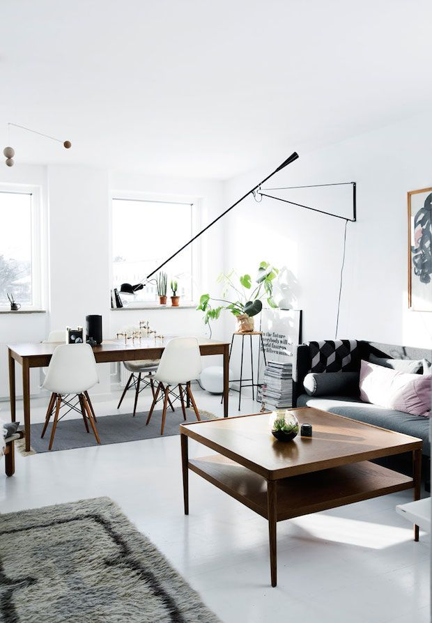 Sitting room and dining space with designer pieces and mid-century touches. A Danish home is given a fresh, monochrome make-over. Tia Borgsmidt.