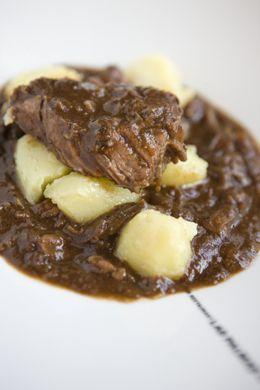 Wekelijks neemt Herman den Blijker de lezer mee in zijn culinaire wereld met simpele en eerlijke recepten. U kunt ze elke week lezen in zijn column in het Algemeen Dagblad