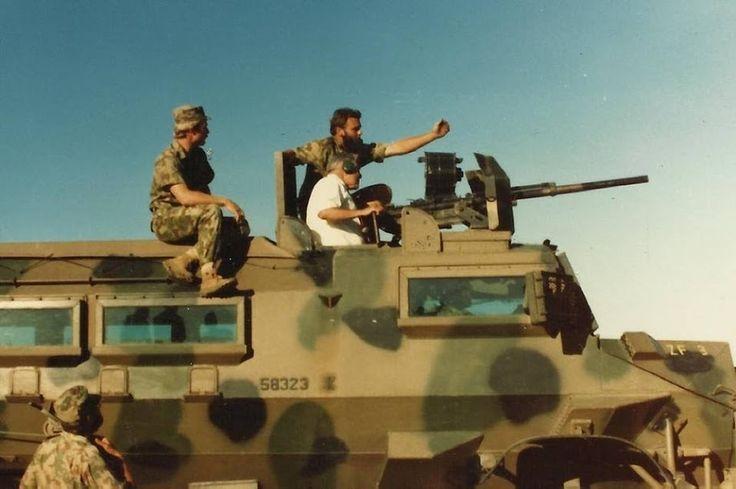 -General Geldenhuys Födelsedags-present, får köra Casspir m. Hispano Souza 404 , 20 x 110 mm Kanon !