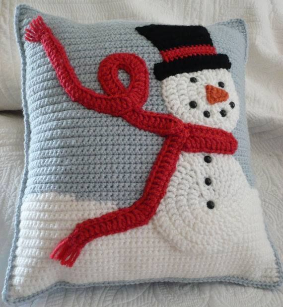 CHRISTMAS IDEAS snowman cushion (importé de Balaine Laine sur fb)