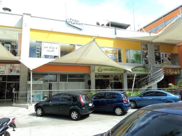 """""""En Venta Excelente local comercial de 10 metros mas Mezzanina, ideal para iniciar su propio negocio, actualmente la propietaria tiene una librería,tiene teléfono y punto de venta , puerta de vidrio muy bonita, buena ubicación, aire acondicionado en todas sus áreas,servicio de seguridad, haga suyo este local del centro comercial.  Precio sujeto a cambio sin previo aviso  Mas Información  @tenemosinmueble  www.tenemostuinmueble.com.ve  tenemos tu inmueble soñado  MEOB MLS #14-6252"""""""
