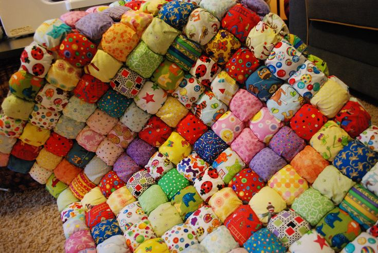 I don't know why I'm pinning this. I can't sew or quilt!! Simple Guide to Creating a Lush Puff Quilt