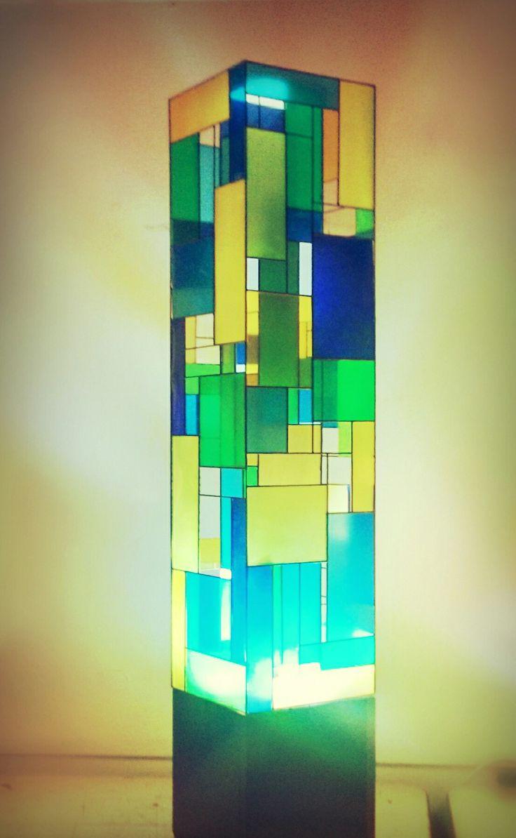 Lampara de alambre y micas de colores #FAU #FormaYEspacio
