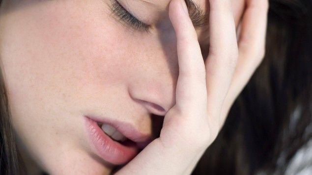 """Weltweit sterben mehr Menschen durch Selbstmord als durch Mord, Krieg, Unfall oder Aids. Der Psychiater Thomas Bronisch gibt mit seinem überarbeiteten Standardwerk """"Suizid"""" einen wohltuend sachlichen Überblick und zeigt, wie man Warnzeichen erkennen kann."""