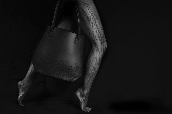 C'est après avoir travaillé pour Yves Saint Laurent, Andrew GN et intégrer l'Atelier Bettenfeld- Rosenblum en tant que consultante, que Lisa crée sa marque éponyme d'accessoires de luxe et de mode à Paris en 2013. www.byfrenchies.com