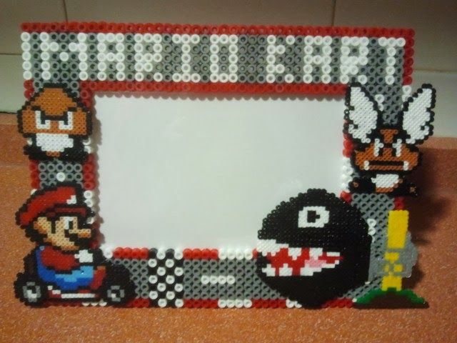 Marco de fotos 10X15 tema Mario Kart en hama midi, las figuras en hama mini