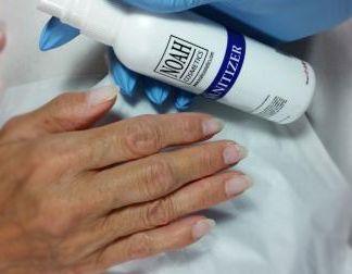 Come eseguire la preparazione dell'unghia naturale prima di procedere con la ricostruzione unghie in gel o in acrilico o prima di eseguire un refill.