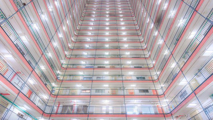 The Birdcage #04 by Andy Yeung on 500px Hong Kong, edificio de pisos en alquiler.