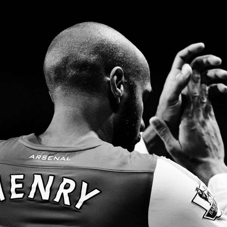 hi-res-136642223-thierry-henry-of-arsenal-celebrates-at-the-end-of-the_crop_exact.jpg (1500×1500)