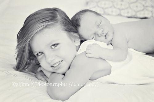 große Schwester mit ihrem neuen Baby Geschwister :)
