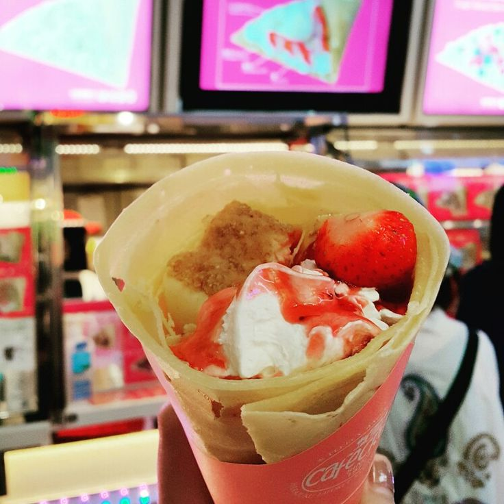 Famous Strawberry Cheesecake Angel Crepe in Harajuku #crepe #crepes ...