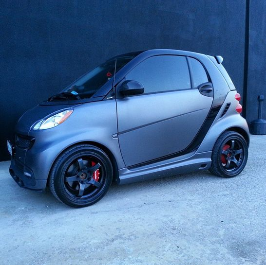Smooth as satin. This matte gray smart fortwo will be a blast. Photo cred: @cockerchrisjoe