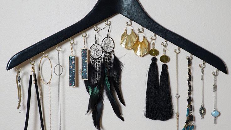 Smycken kan vara knepigt att förvara här tipsar Paulina Draganja om en enkel och billig smyckesförvaring som du kan göra själv i Äntligen Hemma.
