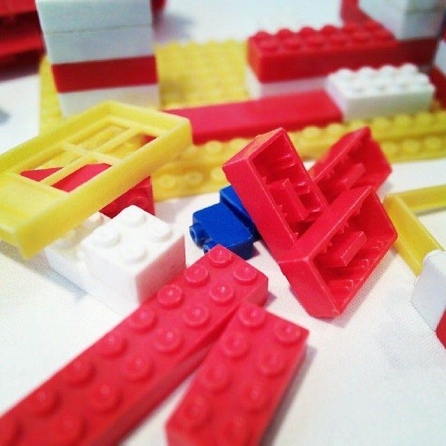 LEGO?…natürlich gab es das in der DDR auch, es sah nur ein bisschen anders aus. /mg #myCollection14 #ddrmuseum #pebe #lego (hier: DDR Museu...