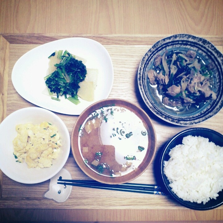 2012*11*20 豚肉ほうれん草もやしの中華炒め。かぶとかぶの葉のバターコンソメ。炒り豆腐。お豆腐とワカメのお味噌汁。