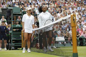 Angelique Kerber and Serena Williams line up ahead of the 2016 Wimbledon final.