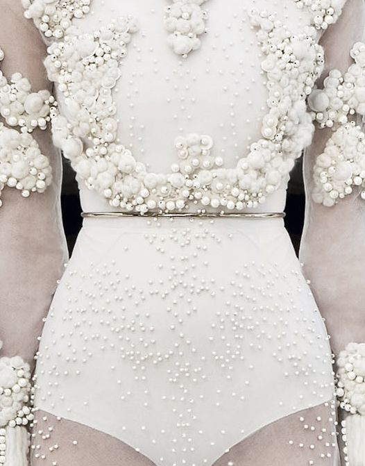 pearl embellishment at givenchy: Women Fashion, Wedding Dressses, Inspiration, Fashion Style, Dresses Up, Couture Fall, Givenchy Haute, Haute Couture, Fall 2011
