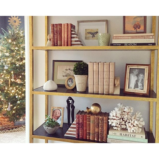 SnapWidget | Decorating my tree got me restyling my bookcase... Good gift ideas :  •Striped marble and wood bookends from #westelm •votives from @providenceinteriors •a good coffee table book *my current favorite is HABITAT by my design friend #laurenliess - it's beautiful! #habitatbook #westelmnash #mywestelm #giftideas