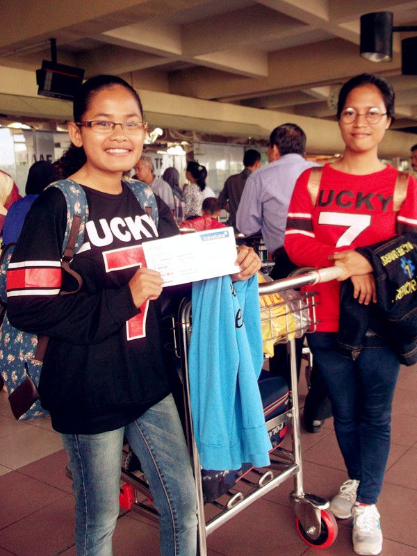 Say goodbye and becareful sister.. Minangkabau International Airport (PDG) di Padang, Sumatera Barat